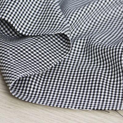 tessuto pied de poule bianco e nero per abbigliamento