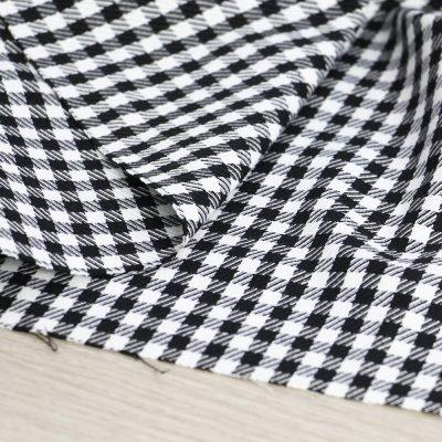 tessuto vichy bianco e nero per abbigliamento