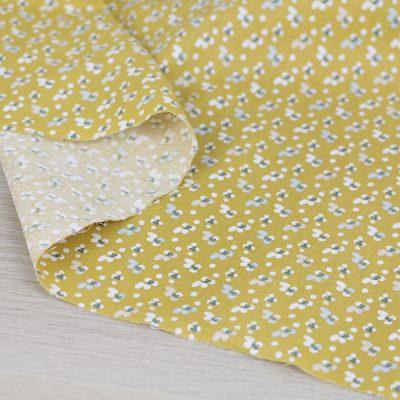 Tessuto in cotone a fiorellini su fondo giallo