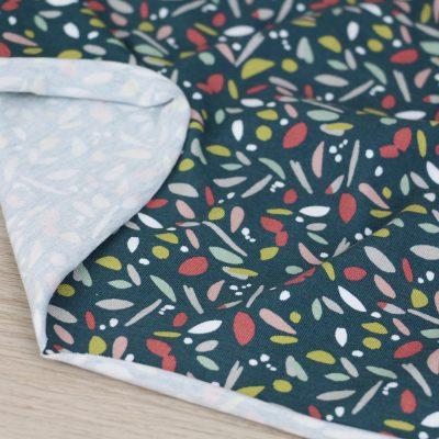 Tessuto in jersey di cotone con disegni a fondo verde