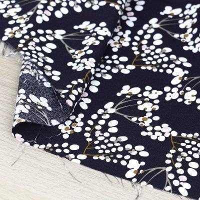 Tessuto in viscosa con stampa a fiorellini e fondo blu scuro