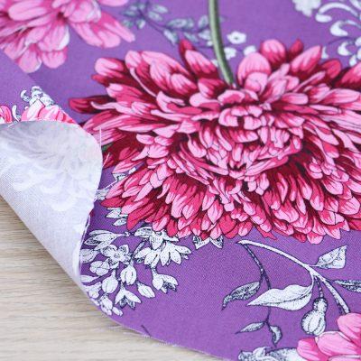 Tessuto in cotone Gütermann Sense of Harmony con fiori mix a fondo rosa