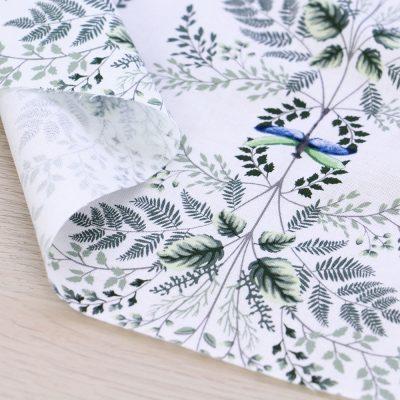 Tessuto in cotone Gütermann Natural Beauty con libellule e fondo bianco