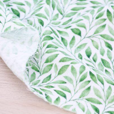 Tessuto mussola di cotone con foglie verdi