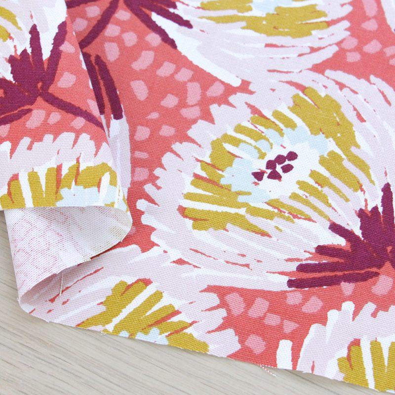 Canvas di cotone a fiori e fondo rosa