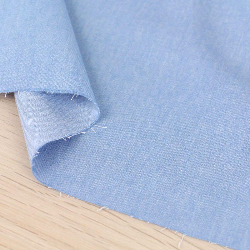 Tessuto denim azzurro leggero