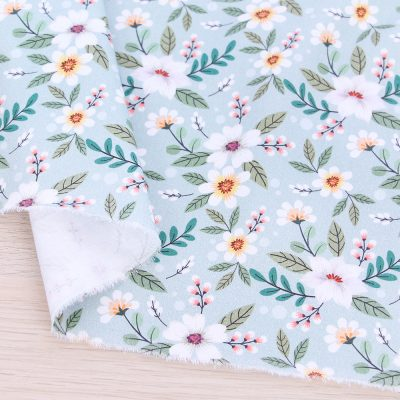 Raso di cotone con fiori e fondo verde acqua