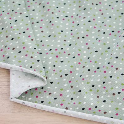Tessuto in jersey di cotone a pois e fondo verde
