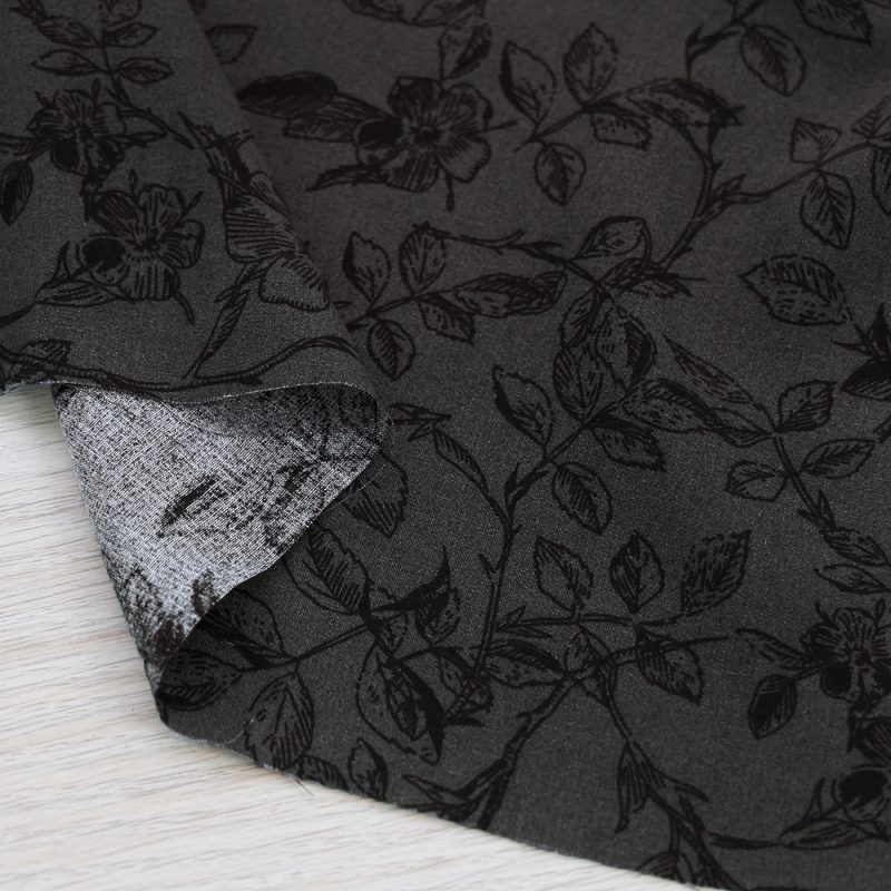 Tessuto in viscosa a fiori e fondo grigio