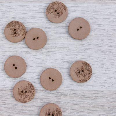 Bottone in canapa riciclata con fiori 23 mm Union Knopf by Prym - Marrone